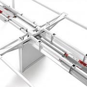 Adapta Plus comprend de multiples améliorations comme la double poutre structurelle, le pied panneau électrifié, le plateau et les passe-câbles, ainsi qu'une solution intégrale pour l'électrification, entre autres nouveautés.