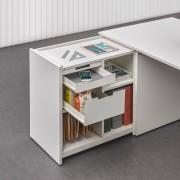 Módulo extraíble de estantes y cajones, que aporta mayor superfície de trabajo.